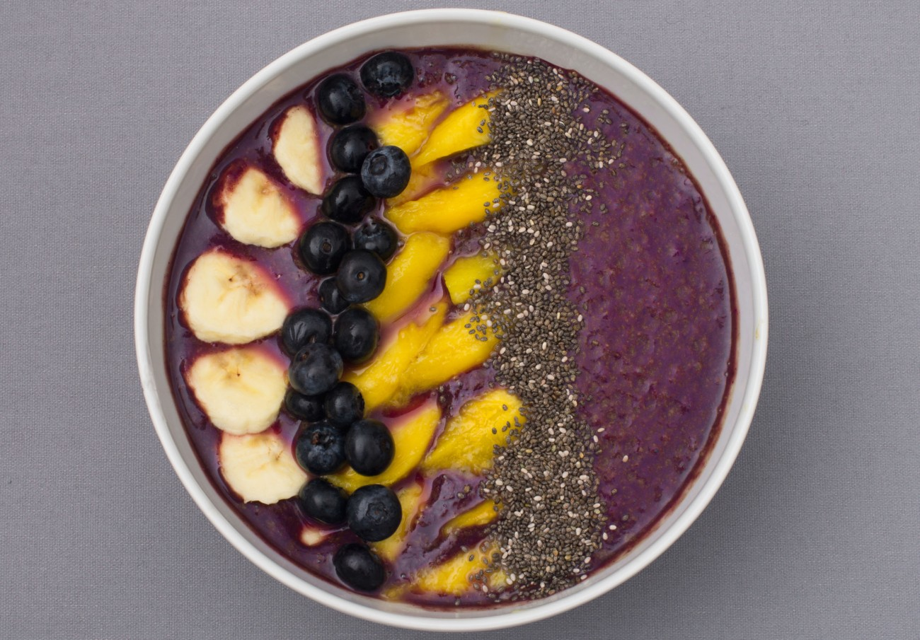 acai-banana-and-blueberry-smoothie-bowl