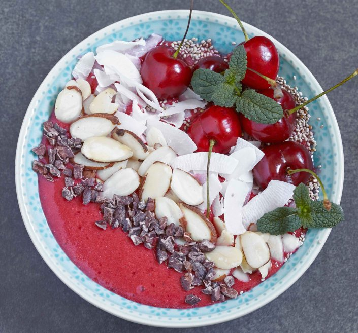 Cherry limeade smoothie bowl