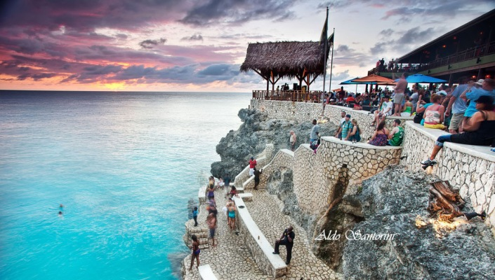 Cliff diving negril